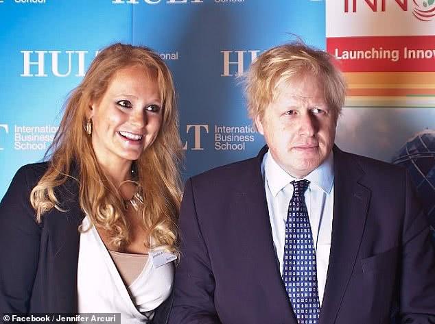 """英国首相约翰逊,被指与美国模特出身的美女企业家""""关系密切"""""""