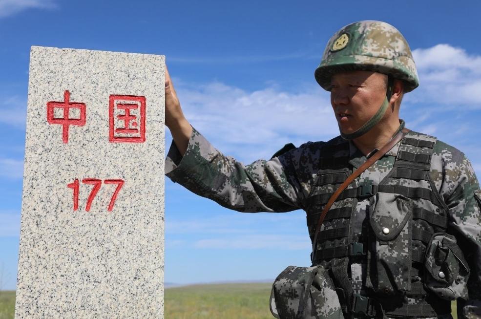 抓捕重要罪犯时,犯人越过界碑逃到境外,中国武警还能开枪吗?