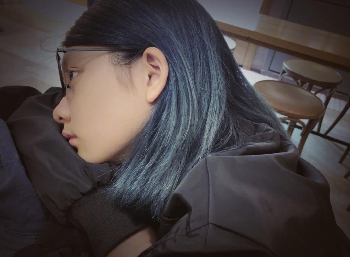 """都说黄多多早熟,雷佳音7岁女儿的烫发脏辫,堪称""""放飞式长大"""""""