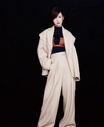 """下一个""""时尚女王""""!杨紫时尚封面照出炉,刘嘉玲主动帮其宣传"""