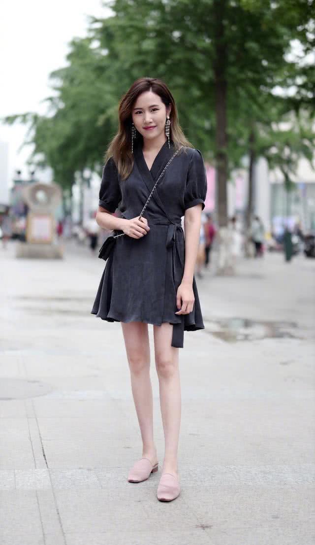 连衣裙穿出自己的时尚与品味,轻松穿出魅力女人应有的气质