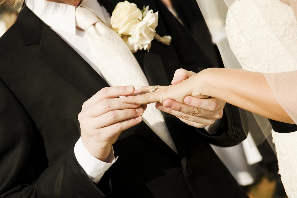 盤點婚禮現場新郎被刁難之奇葩事件。
