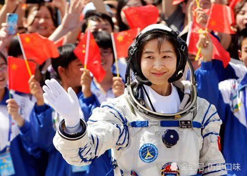 女航天员从太空返回后,为何不被允许生育?付出代价很大