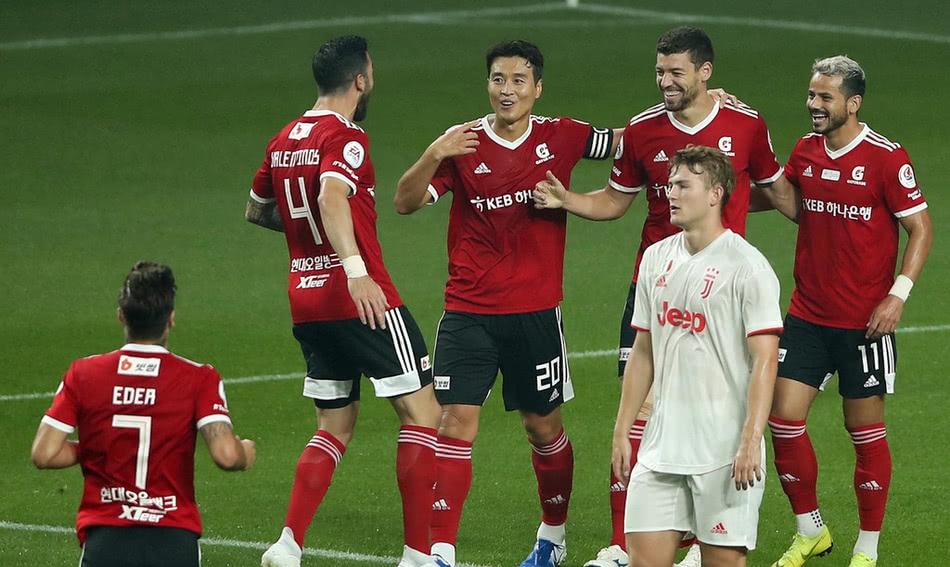 来中国踢满全场却在韩国当观众!C罗被6万球迷狂嘘+喊梅西泄愤