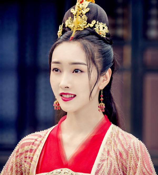 """本以为""""师姐""""穿红衣够美了,看到刘亦菲红衣,才知啥叫人间仙女"""