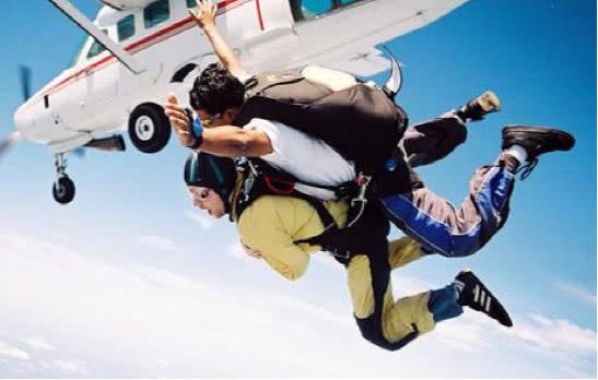 如果从距离地球30万米的地方跳下,会有怎样的体验?