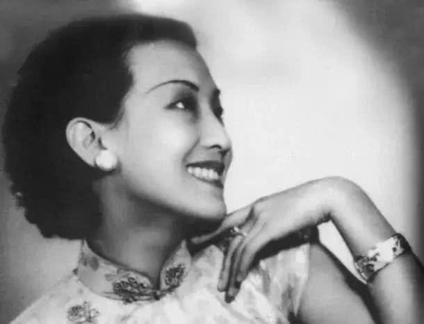 中国第一个不用大白嗓唱歌的歌手,费玉清、邓丽君唱法都是借鉴她