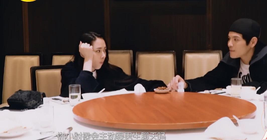 郭碧婷的初恋是圈内模特,订婚后有约饭,向佐不介意向太回应霸气