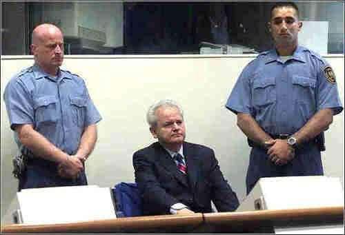 米洛舍维奇到海牙法庭后,其妻子为何不到中国而去俄罗斯避难?