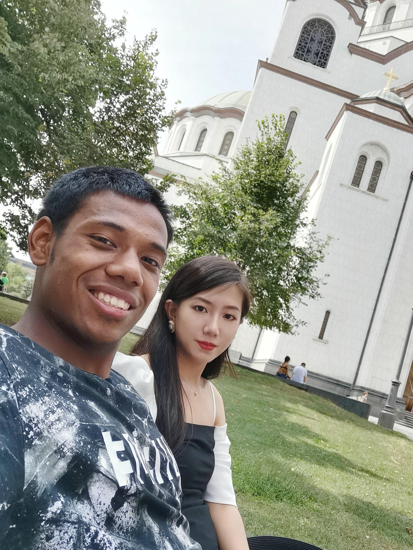 北京黑人球星和女友甜蜜晒照!1米80女友因颜值高受热议!
