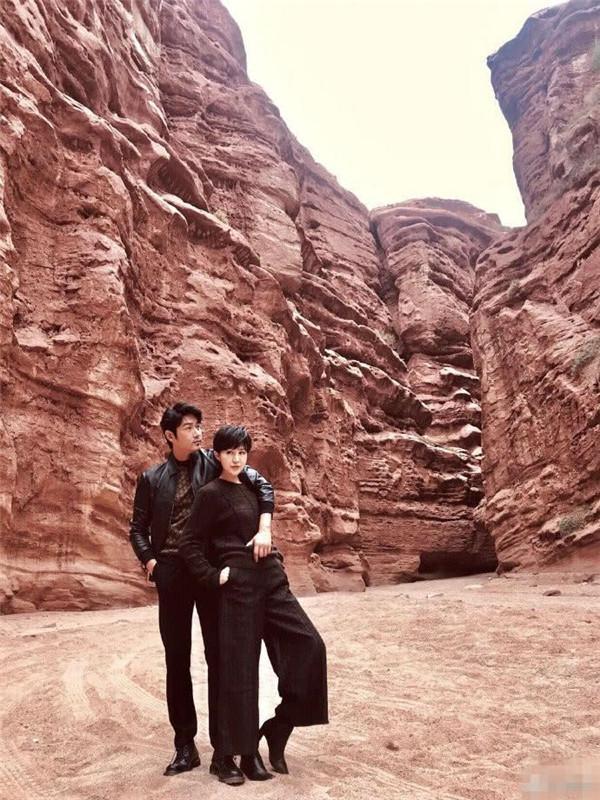 陆毅结婚13年晒写真,佟大为领证12年约会,我又相信爱情了!