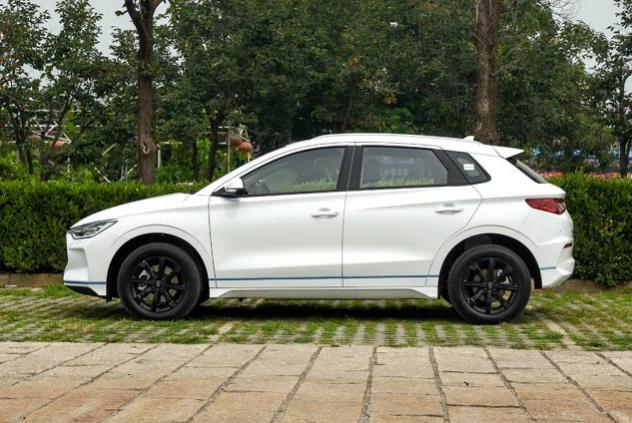 10万级的纯电动两厢车,比亚迪e2,年轻人买第一辆车的首选