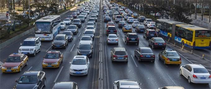 漏油、掉轮子、方向盘锁死……奔驰频陷质量漏洞 今年上半年召回约72万辆车