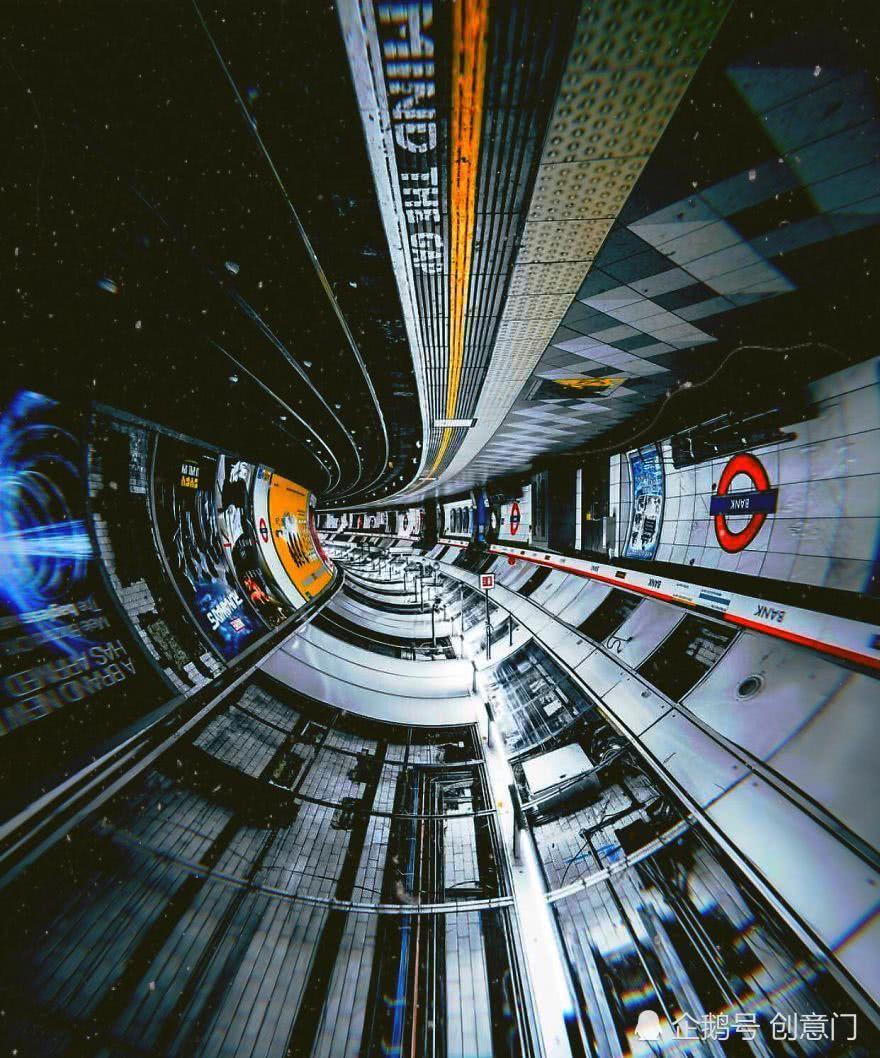 当翻转了手机,我在地铁中捕获了宇宙飞船