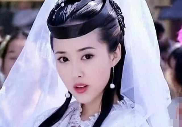 """她是""""最美嫦娥"""",与赵薇是同班同学却多年不火,今在家相夫教子"""
