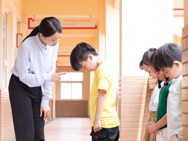孩子爱说脏话怎么办?不是说两句就行,家长学会几点可帮孩子纠正