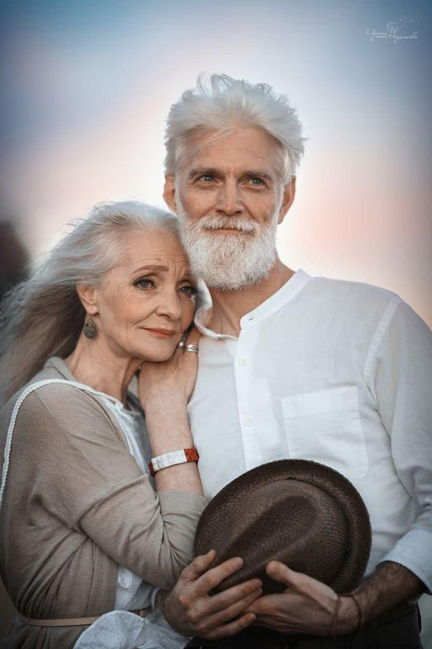 一辈子不结婚,化妆染发旅行玩游戏,这个80岁奶奶也太酷了吧!