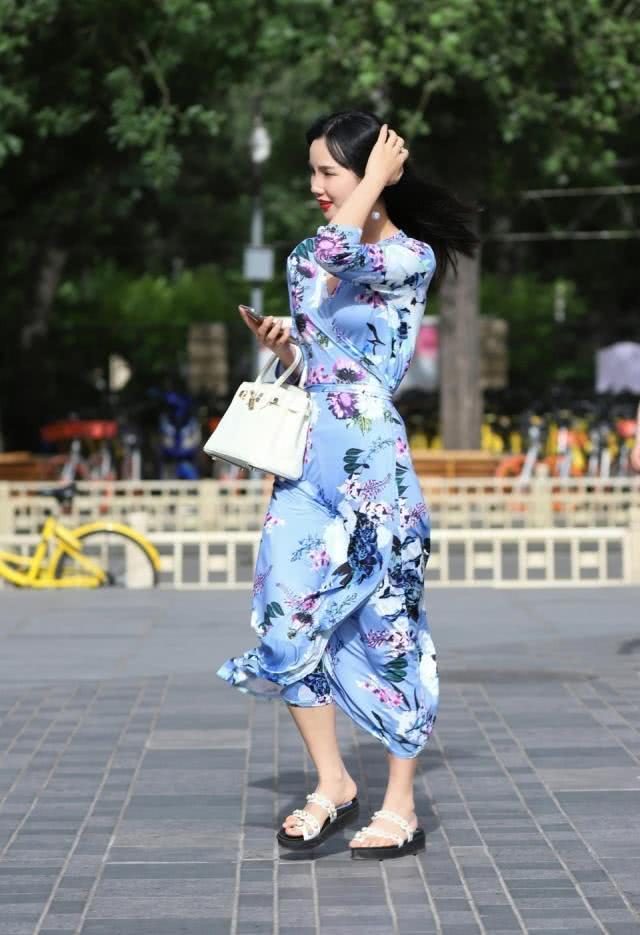简洁大方显你潇洒自若的一面,连衣裙给人一种美丽优雅的感觉