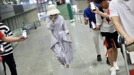 赵丽颖产后正式复出接拍广告,气质让人惊艳?背后真相却让人气愤
