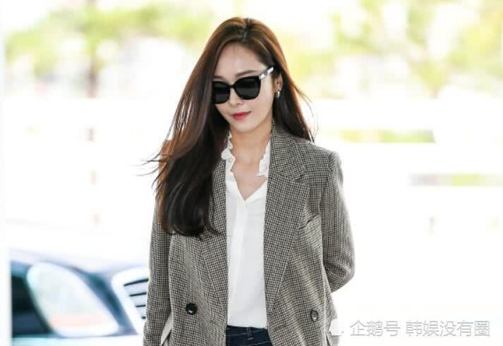 """170的视觉?Jessica 郑秀妍机场照被指""""霸道女总裁"""""""