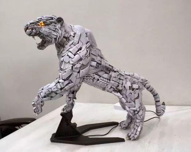 模玩控:高达模型零件组装机械白虎