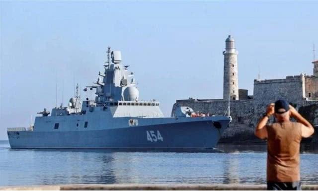 052C神盾舰驶入俄罗斯领海,大批战舰迎接:美媒感叹今非昔比