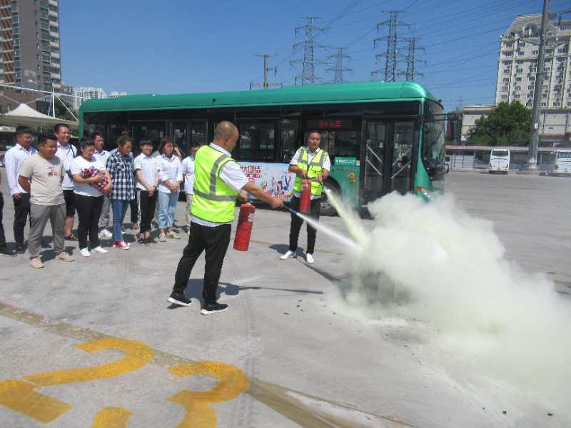 快!遇突发情况 郑州公交30秒将乘客全部疏散