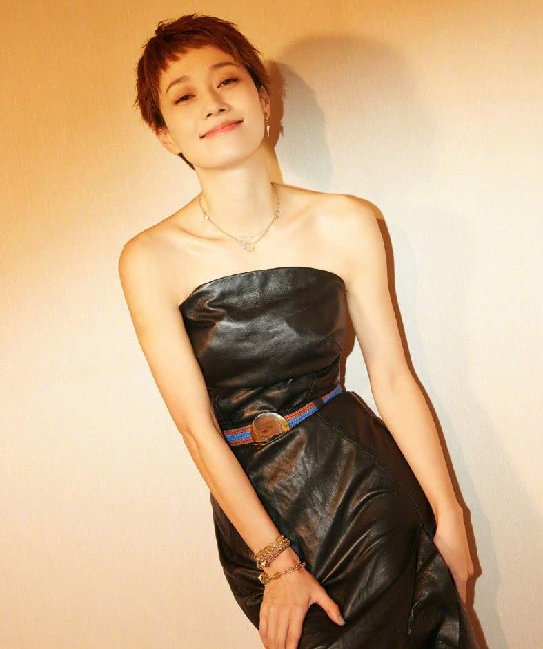 马伊琍离婚网友一片叫好,看到一袭黑裙的她,终于明白为什么了!