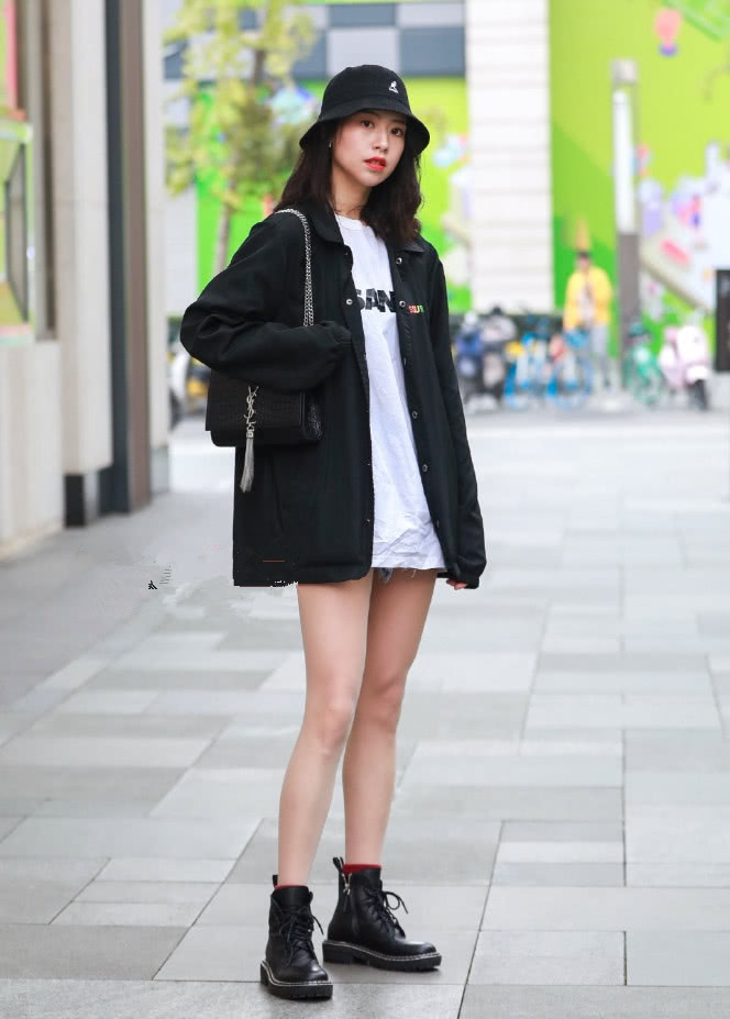 2019年潮爆街头的马丁靴,还没买就真的落伍了,这样穿贼时髦