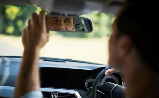 倒车只看后视镜,驾车技术都一般,聪明人用上它们,倒好车无压力