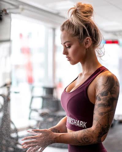 她每天用3小时健身,如今身材万里挑一,秒杀一切同龄女人