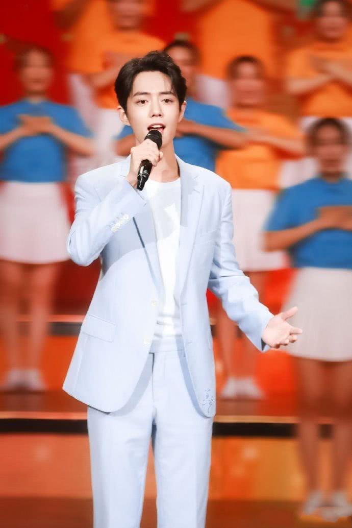肖战的白衣古装已经够帅,当看到他穿着唐装的那刻:心怦怦跳
