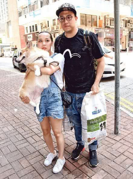 <b>香港男星一脚踏五船风波后领证结婚,补偿了未婚妻,但对不住兄弟</b>