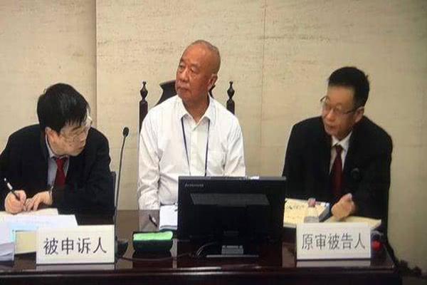 他曾被誉为中国大陆第一位首富,其案件今日开庭审理