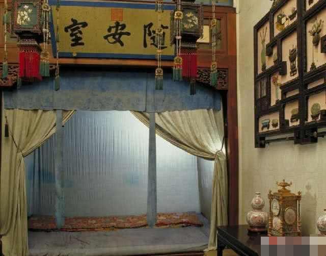 古代皇帝睡觉的床为什么都那么小?