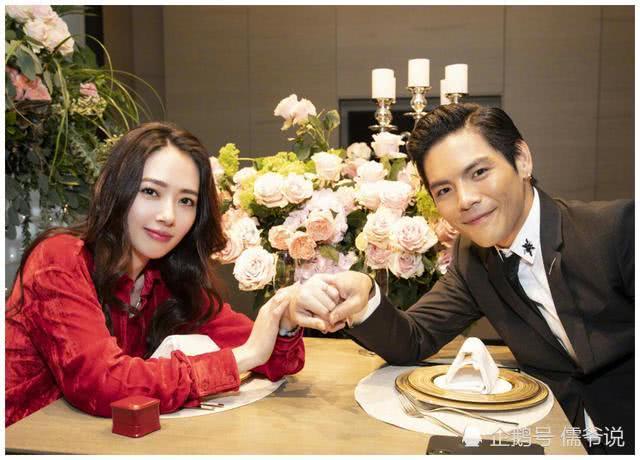郭碧婷向佐合体拍封面,里边恩爱的样子像极了婚礼照