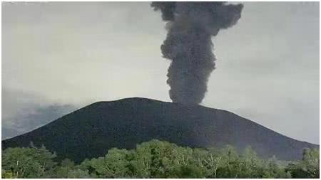 日本火山突然喷发,烟尘高达1800米,距离东京不到200公里