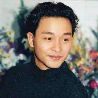 "<b>16年如一日!唐鹤德对张国荣的""爱""更像是""温暖陪伴""</b>"