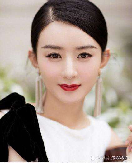 赵丽颖正式复工,白色连衣裙尽显女人味,身材变化很明显