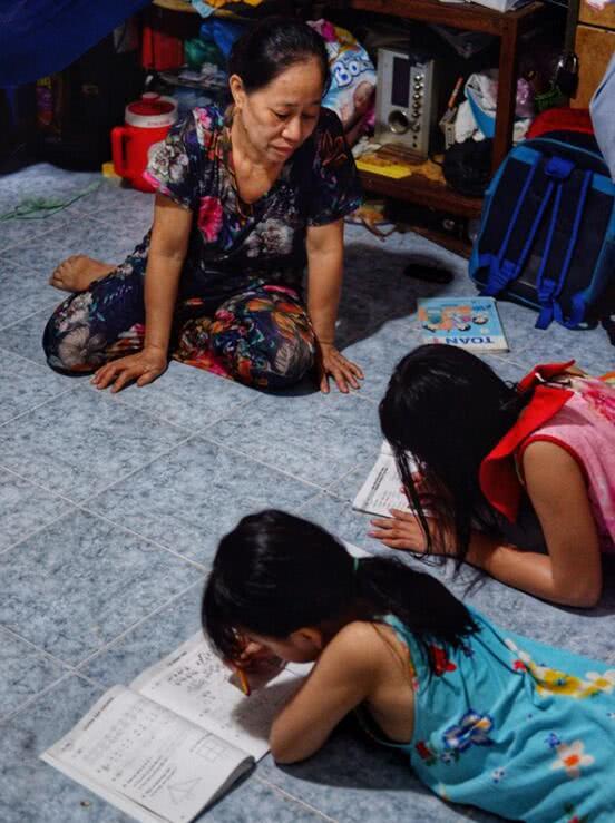 夫妻抛下2个女儿离家6年没有音讯,姐妹俩对父母几乎没有记忆