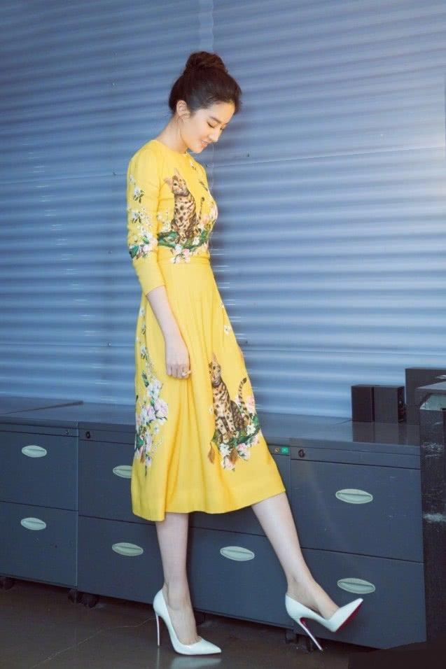 """本以为刘亦菲适合仙女裙,没想到穿上""""超A西装""""后:想嫁!"""
