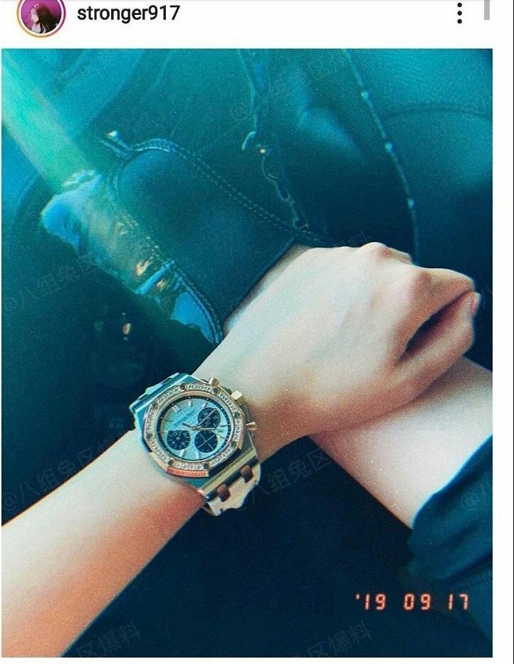关晓彤更新ins晒鹿晗送的手表,却被发现是两年前送的,有暗示