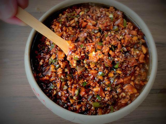 学会香菇酱的懒人做法,不用再去超市买,一次半锅够家人吃一星期