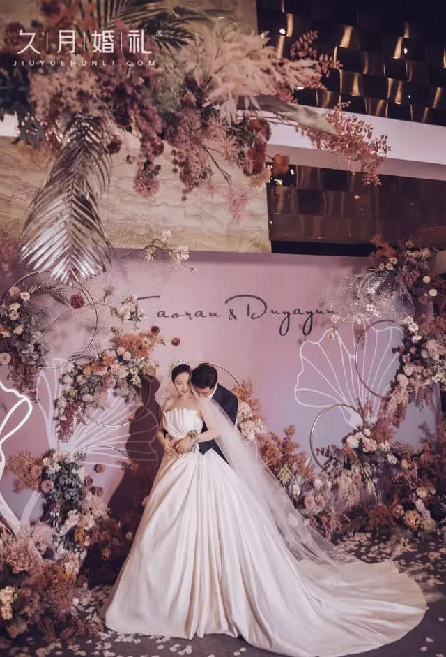<b>真实婚礼:时光沙漏,我爱你,过去、现在和未来</b>