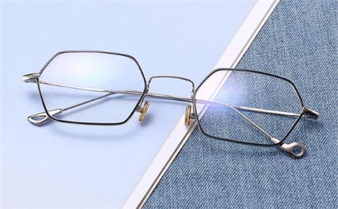 实用技巧:如何选择合适的眼镜架?不舒适,自己怎么快速调整?