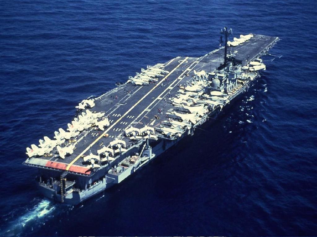 8万吨航母遭重创 65架战机被毁 五亿美元损失 一年后返战场