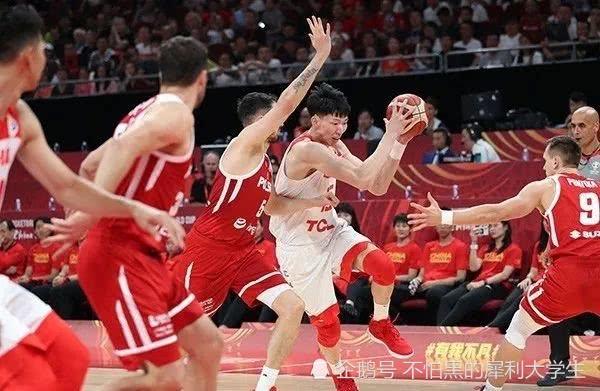 别嘘中国男篮放心,上一场骂完了他,下一场还相信他们!