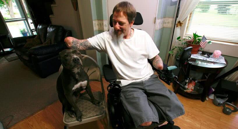 男子因被宠物狗抓伤后感染截掉四肢,仍称它是家人不会将其丢弃