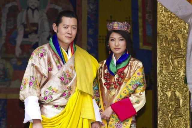 不丹王后清纯动人!穿鲜艳服饰亮相,国王承诺一生只娶她一人