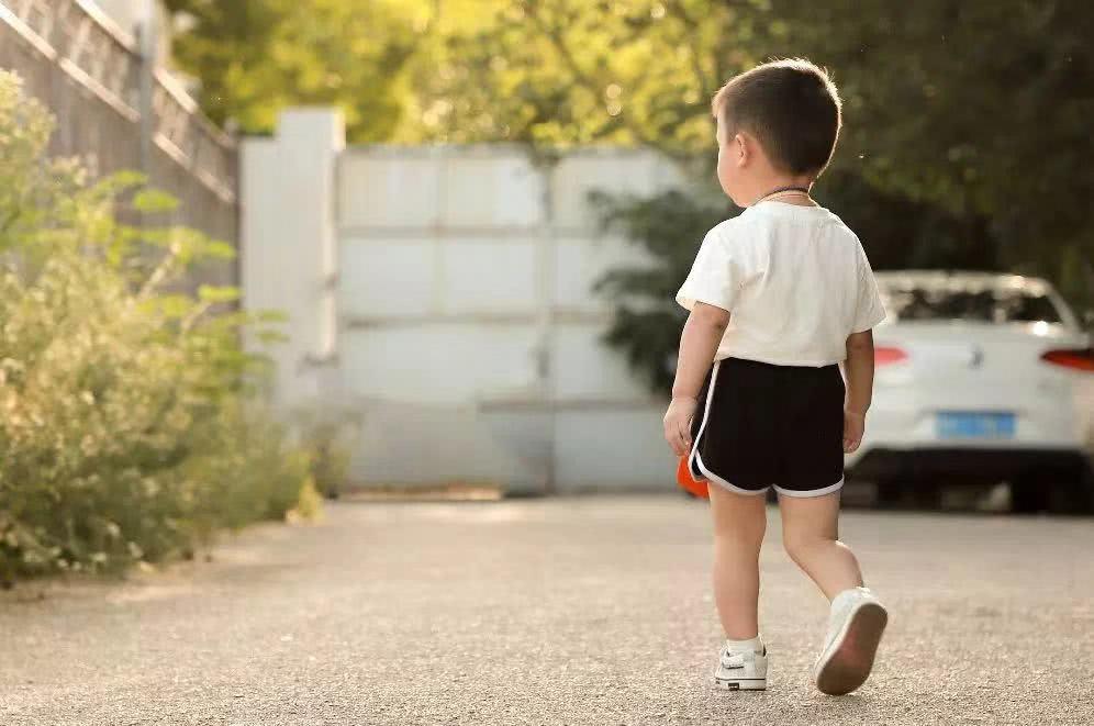 <b>好父母,不执着于与孩子做朋友</b>